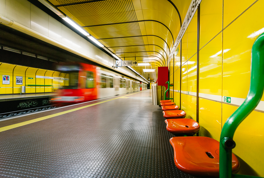 Bonn Museumsmeile gelb mit bahn