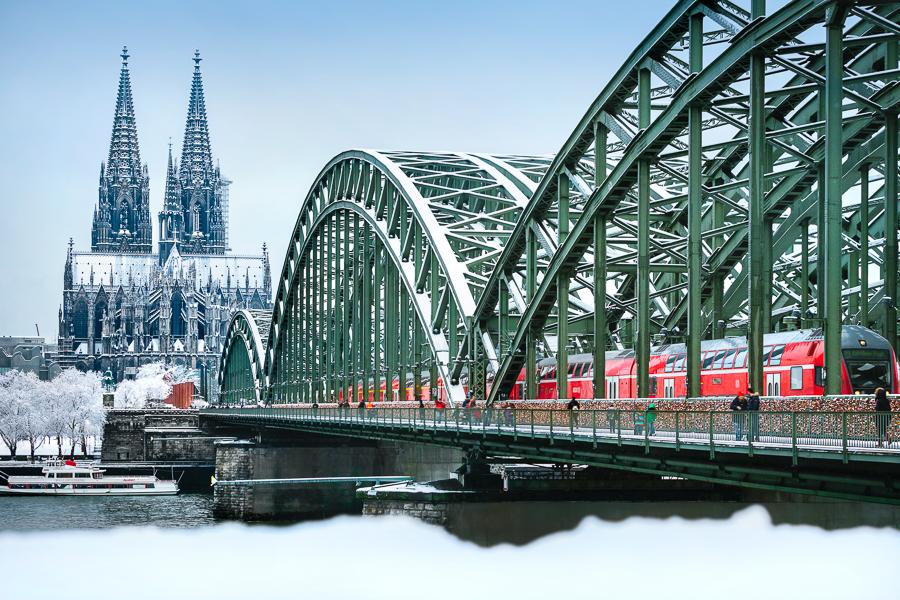 Schnee Hohenzollernbrücke